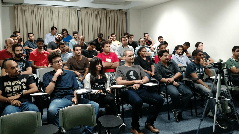 Os Alunos e Convidados lotaram o auditório e participaram no evento Competências Profissionais em IoT com networking, trocas de experiências e compartilhamentos de conhecimentos.