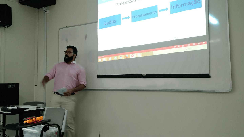 Leonardo Ribeiro Fernandes apresentou a importância dos conceitos fundamentais em Projetos de IoT.