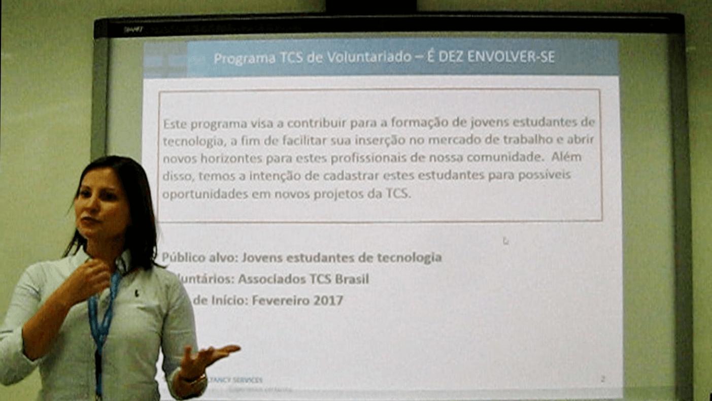 A Anelise apresentou o objetivo do Programa Enable firmado com o Prof. Dr. Eng. Fernando Hideo Fukuda, que visa a contribuir para a formação de jovens estudantes de tecnologia, facilitar a inserção deles no mercado de trabalho, abrir novos horizontes e cadastrar os estudantes participantes para possíveis oportunidades da TCS.