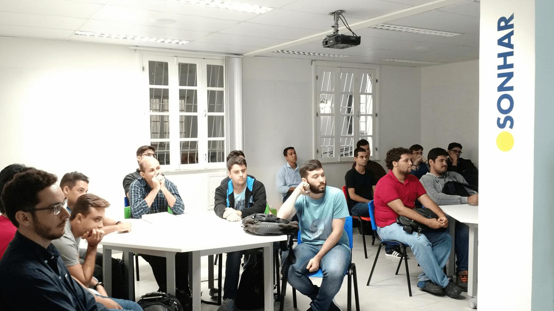 Os alunos e convidados lotaram a sala multimídia da Vila Universitária do Campus Tijuca da UVA.
