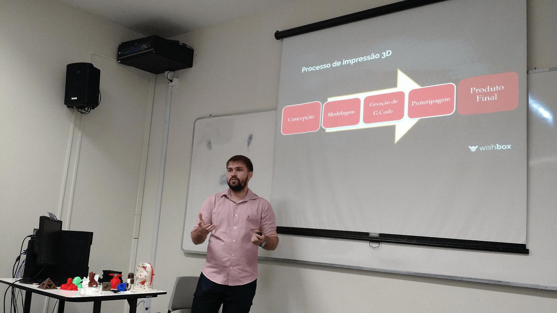 O Pedro Accioly apresentou o processo de impressão 3D.