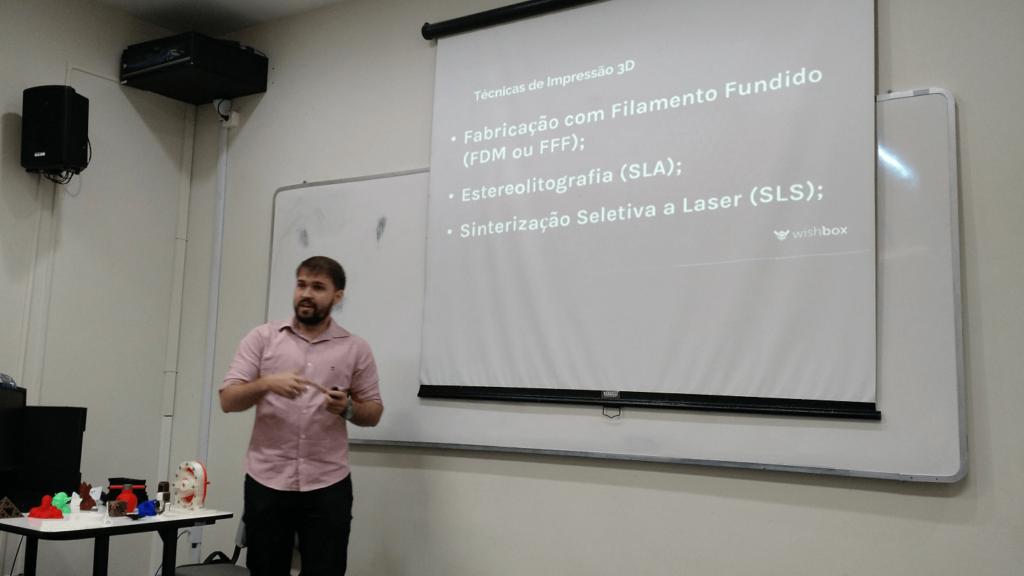 O Pedro Accioly apresentou as técnicas de impressão 3D.