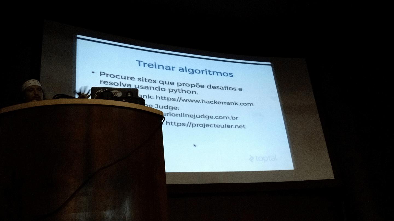 Os websites para treinamentos e disputas em codificação de algoritmos foram compartilhados durante o evento.