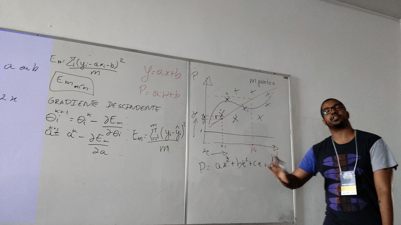 """O Igor Santos ministrou o Tutorial """"Prevendo o Valor de Ações com Python e Machine Learning""""."""