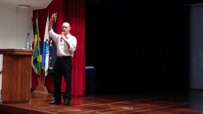 """O José Fontenelle T. T. da Silva apresentou a palestra """"Risco ou Realidade Cibernética! We Don't Know What We Don't Know! É possível se proteger do Desconhecido?"""""""
