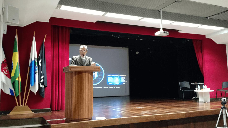 O Prof. Dr. Eng. Carlos Alberto Alves Lemos realizou a apresentação do Dr. Paulo Pagliusi, Diretor da Consultoria em Cyber Risk Services da Deloitte.