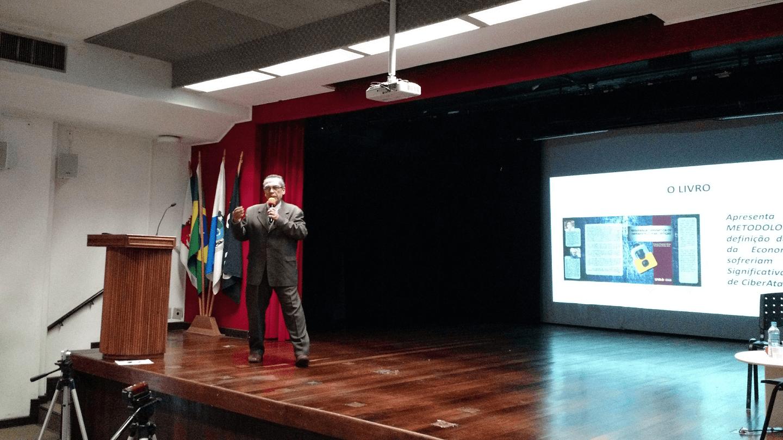 """O Prof. Dr. Eng. Carlos Alberto Alves Lemos ministrou a palestra """"Segurança Cibernética de Infraestruturas Críticas: Análises e Recomendações""""."""