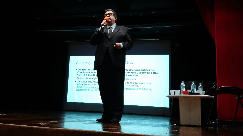 """O Prof. Guilherme Neves Lopes, Diretor de Cibersegurança da ISA - Sociedade Internacional de Automação, apresentou a palestra """"Normas de Segurança de Automação no Setor Elétrico. As principais Vulnerabilidades e as Ações Para Proteger as Novas Estruturas de Smart Grid""""."""