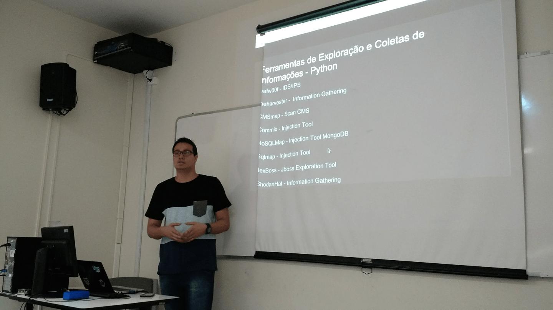 OMateus Linno apresentou as ferramentas em Python para exploração e coleta de informações.