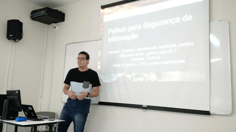 """OMateus Linno apresentou a palestra """"Python para segurança da informação""""."""
