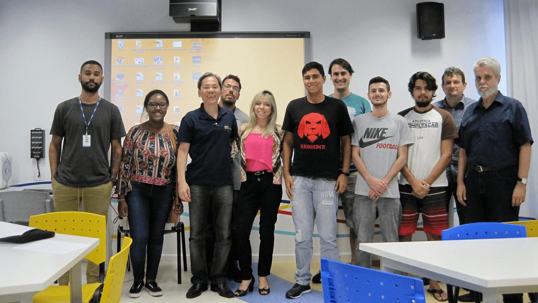 O Prof. Dr. Eng. Fernando Hideo Fukuda, CEO na Fukuda Solutions, Coordenador do Curso de Engenharia da Computação e doCurso de Ciência da Computação e Professor no Campus Tijuca da UVA, realizou aRecepção dos Calouros dos Curso de Ciência da Computação e de Engenharia da Computação em Reservas de Vagas para 2018-1 com o seu Time de Docentes,Estudantes dos Projetos de Iniciação Científica, Estudantes da Associação Atlética do Curso de Ciência da Computação e Colaboradores.