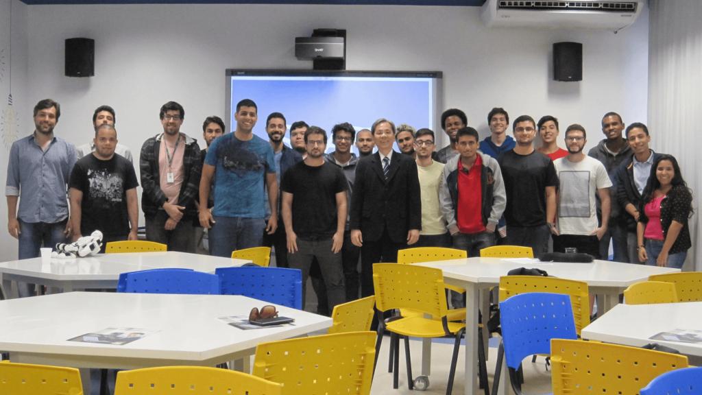 """O Prof. Dr. Eng. Fernando Hideo Fukuda, CEO na Fukuda Solutions, Coordenador do Curso de Engenharia da Computação e doCurso de Ciência da Computação e Professor no Campus Tijuca da UVA, realizou o Evento """"Já Programou o seu Futuro?"""" sobrePerspectivas de Carreiras em Computação no Brasil e no Exterior."""