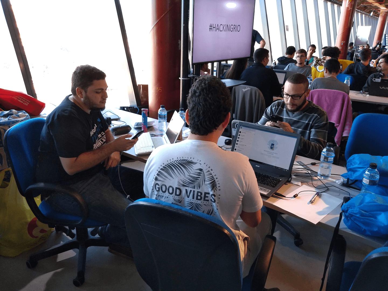 O Dr. Fukuda, o Marco Jardim e o Thiago Guimarães Peixoto são Mentores do Time To Ligado, formado pelos Hackers:Adonai Diofanes,Kevin Maciver Riquelme, Rafael, Renato Merino,Vinícius Martins, que desenvolveram o Projeto To Ligado no Cluster de Energia.