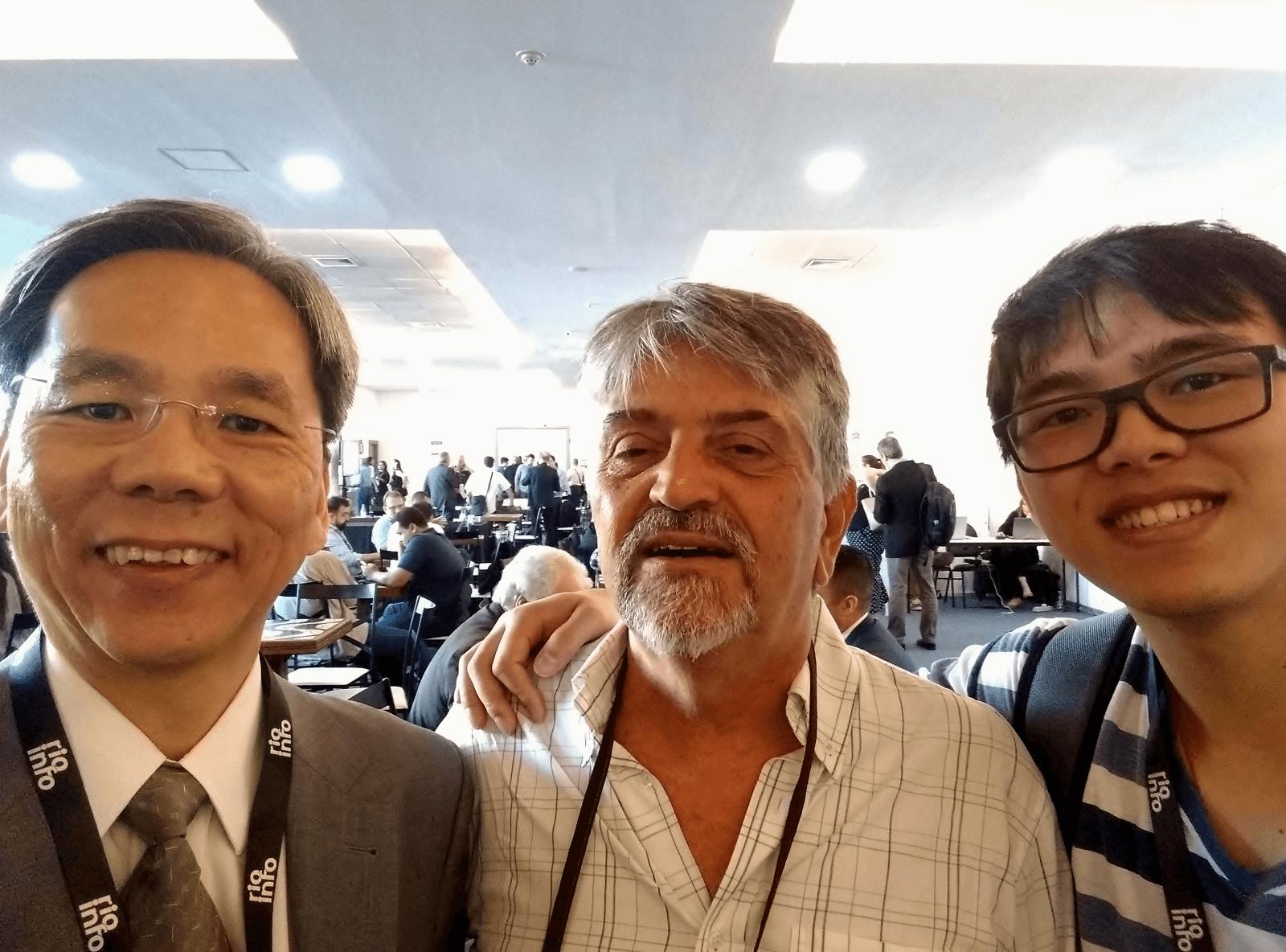 Dr. Eng. Fernando Hideo Fukuda, CEO na Fukuda Solutions, teve a felicidade em encontrar-se também com o MentoradoMai Yufeng, Aluno do Curso de Engenharia de Computação no Campus Tijuca da UVA, para mais mentorias durante o evento.