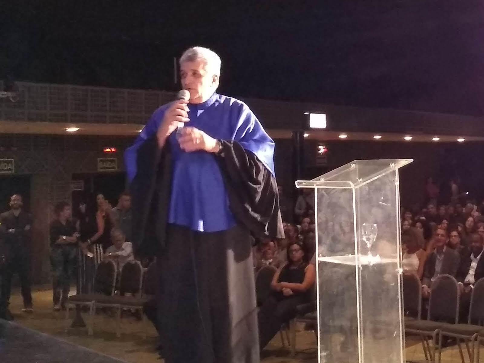 O Prof. M.Sc. Eng. Antonio Carlos da Fonseca Sarquis, representando todos os Professores Homenageados, fez o discurso com muita emoção e muito carinho aos Formandos.