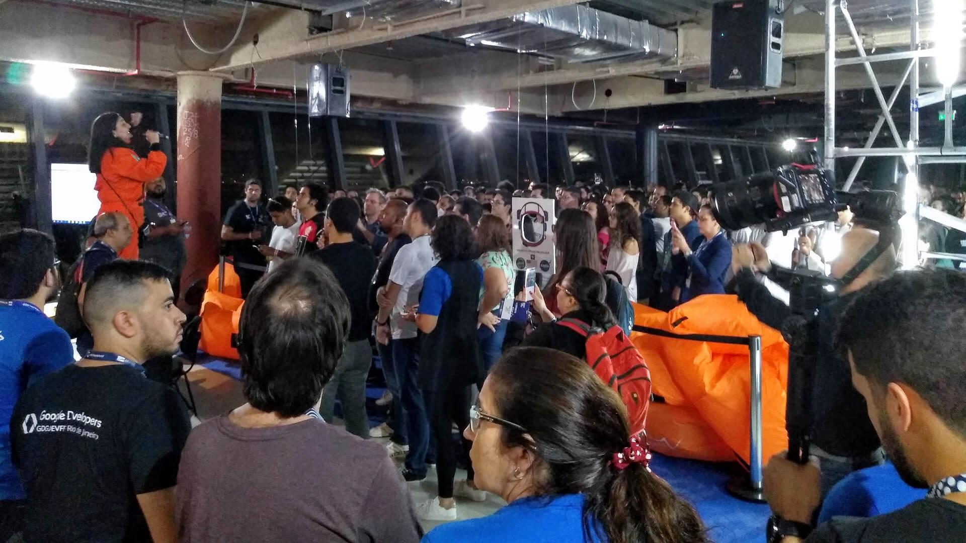 A nossa Querida Lindalia Sofia Junqueira Reis, Head do Hacking Rio, realizou a abertura do Hacking Rio 2019.