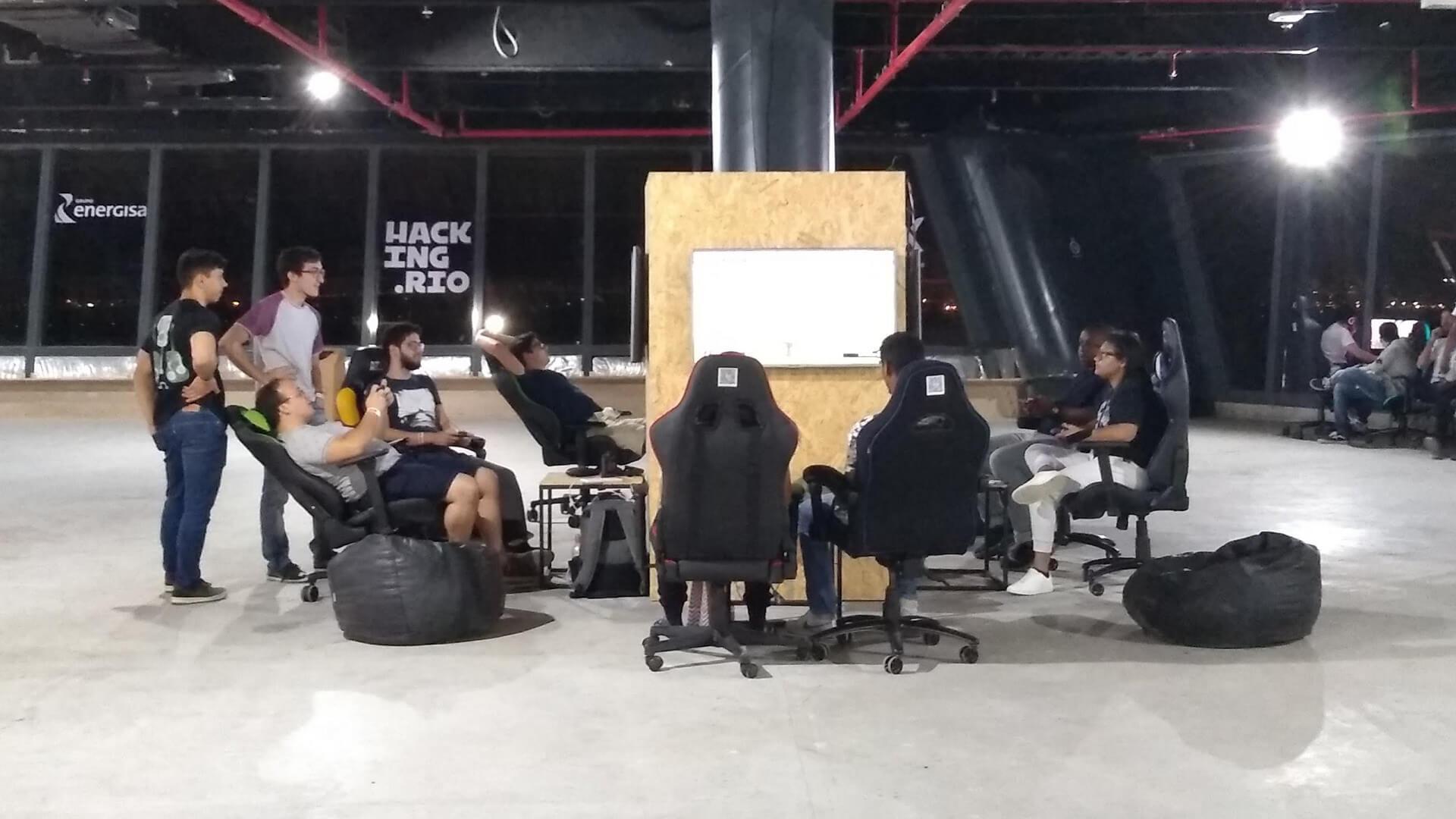 Os hackers contaram também com uma área com games para inspiração e descompressão.
